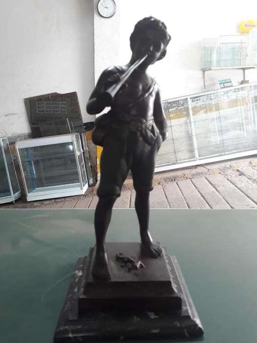 Escultura en Bronce Y Base en Marmol.