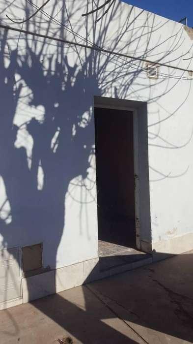 Venta casa en Villa Constitución 2 dormitorios con patio chico.