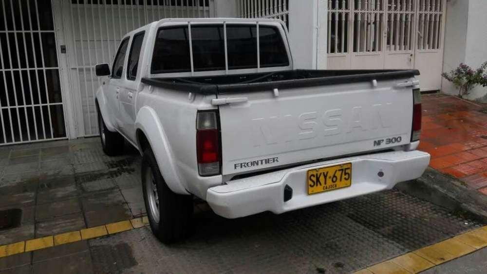 Nissan Frontier 2011 - 100000 km