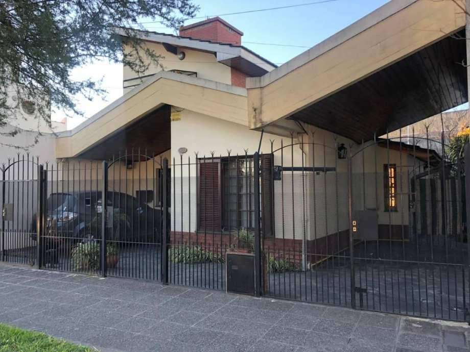 Casa Fondo en venta en Lomas de Zamora Oeste