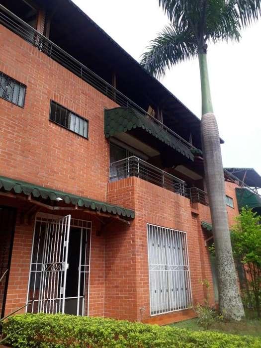 VENDO CASA HERMOSA EN CONDOMINIO VILLAS DE SAN JUAQUIN