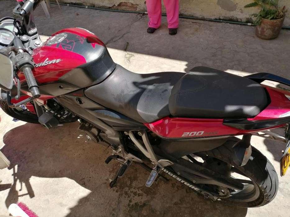 Vendo moto pulsar ns 200 roja