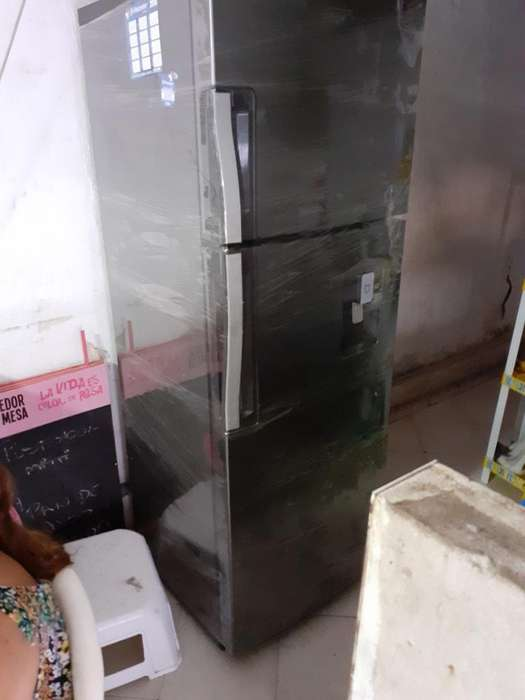 Vendo Nevera Whirlpool 338 L