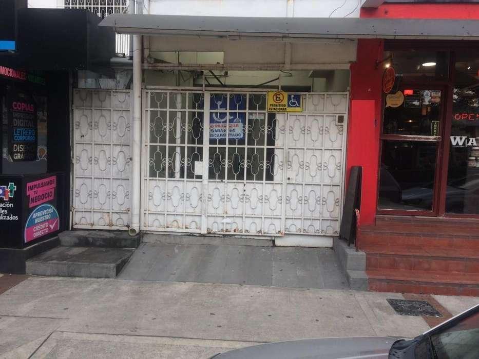 Casa con Locales Comerciales en venta Urdesa Central