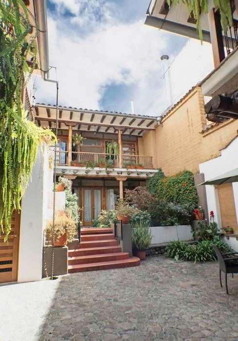 Edificio con 2 comerciales y 4 suites- El Centro (Calle Larga y borrero)