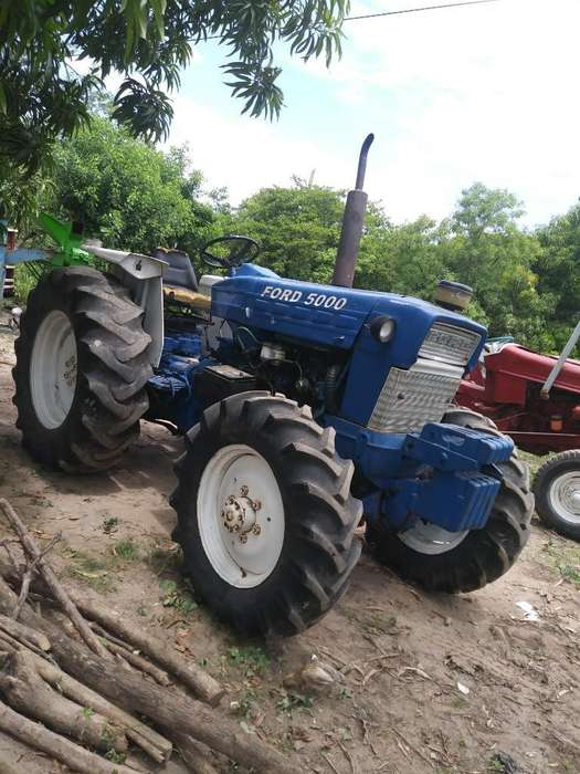 Sevende Tractor Ford Serie 5000. 4x4.