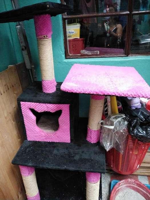 Se Vende Rascador con Casa para Gatica