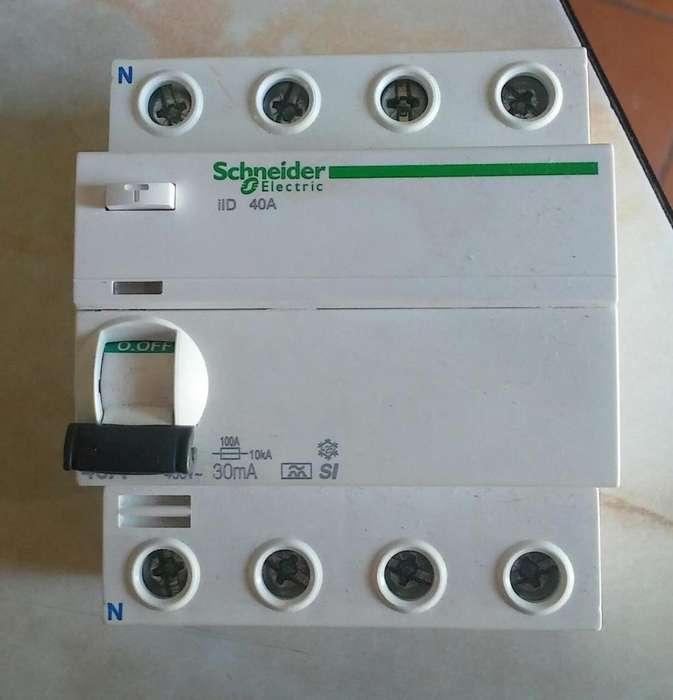 Disyuntor Trifasico ó Tetrapolar Marca Schneider Electric De 40a
