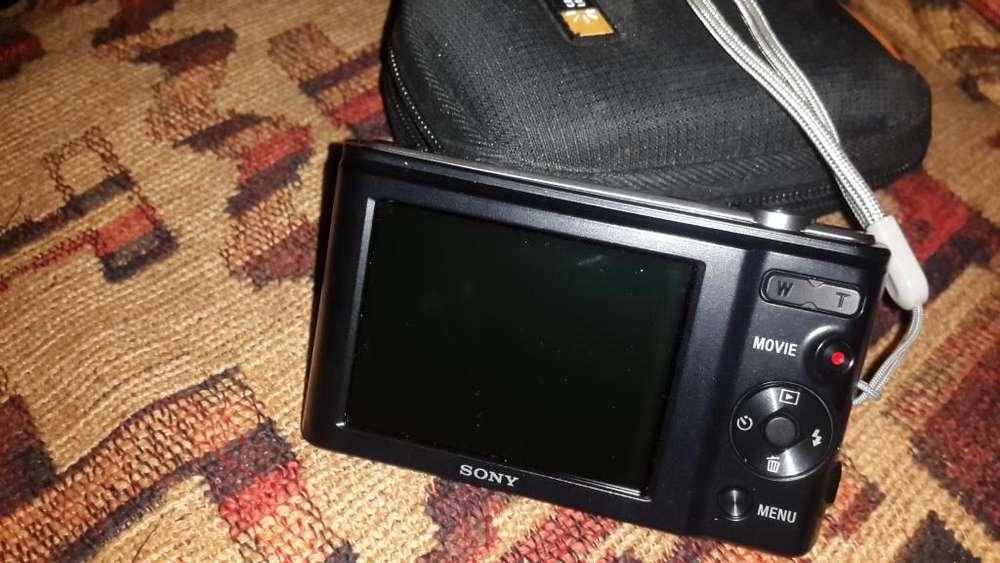 Vendo Cámara Digital Sony 20 Megapixeles