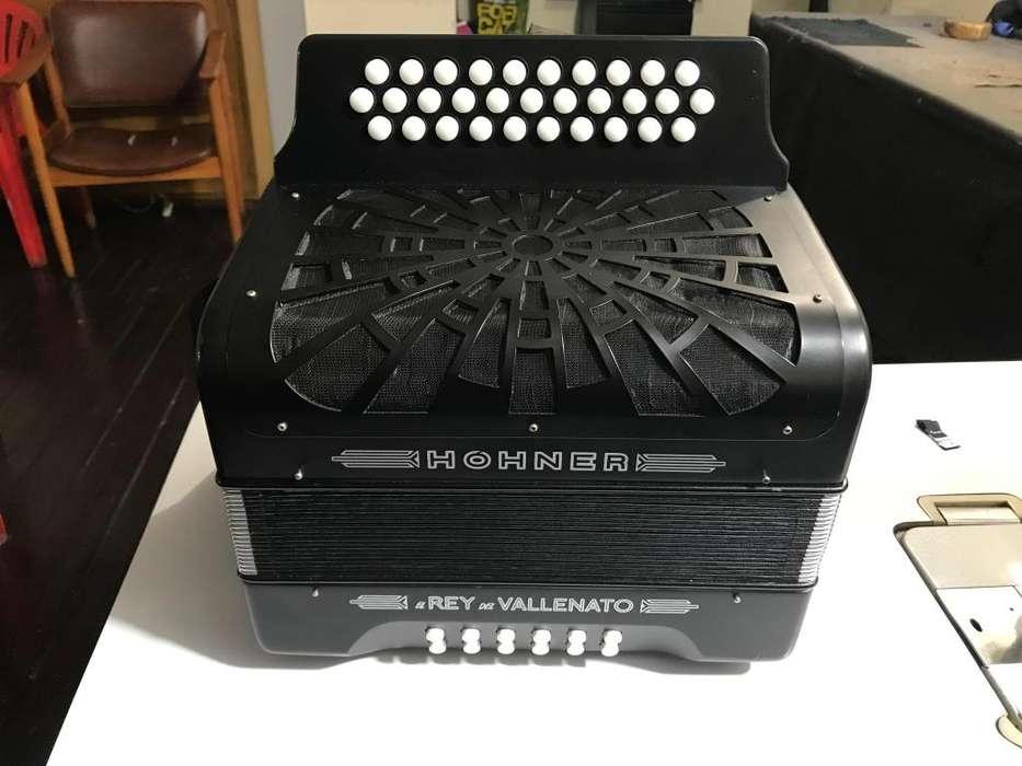 Vendo Acordeón Hohner Rey Vallenato Tono 5 Letras Negro