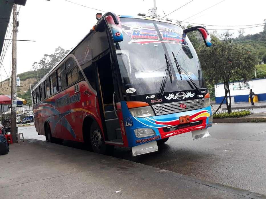 SE VENDE BUS HINO FG 2009 CON RETARDADOR
