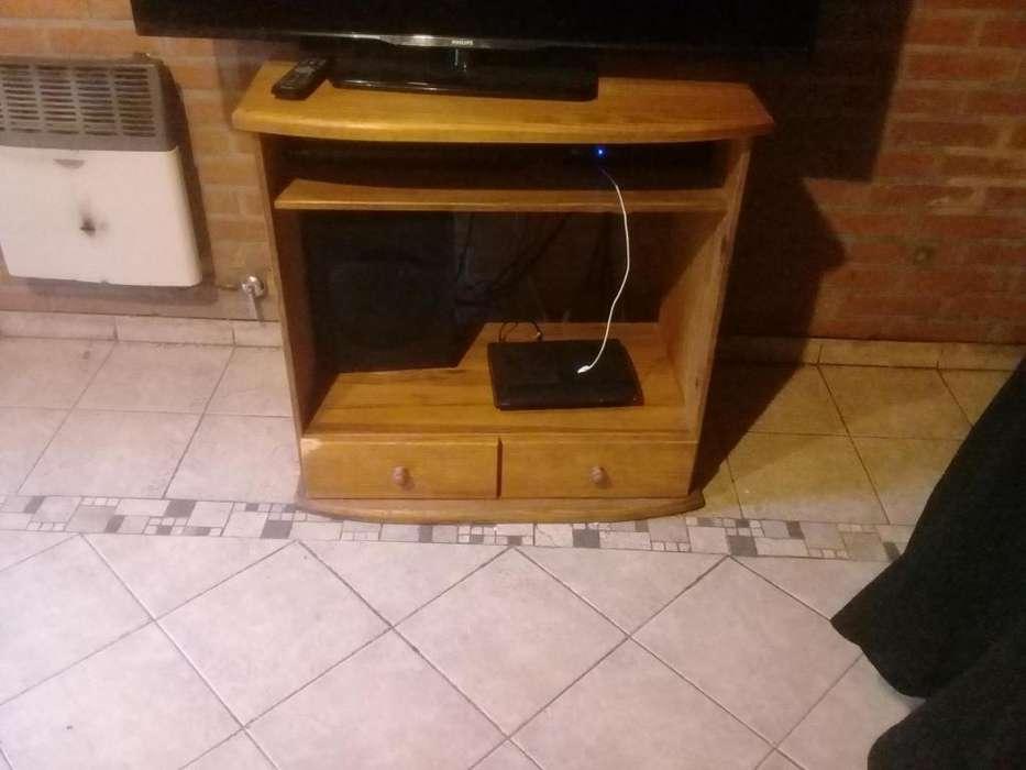 Mesa de pino para TV