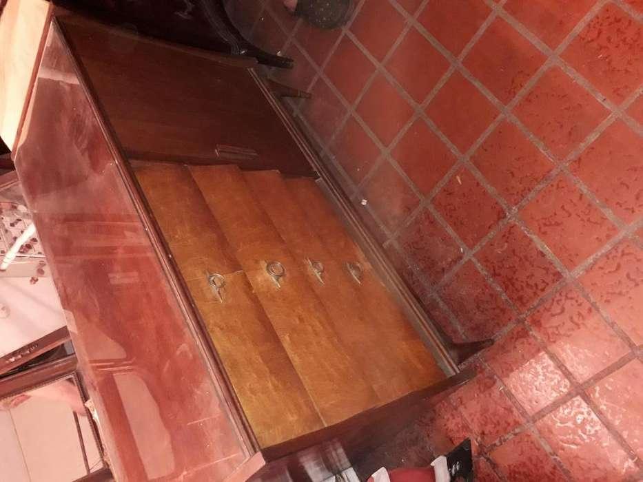 Juego de dormitorio cómoda, Mesitas de luz, Cama de cedro Macizo de 1940