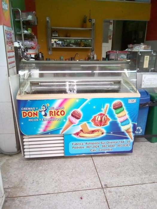 Se vende montaje para heladería y cafetería