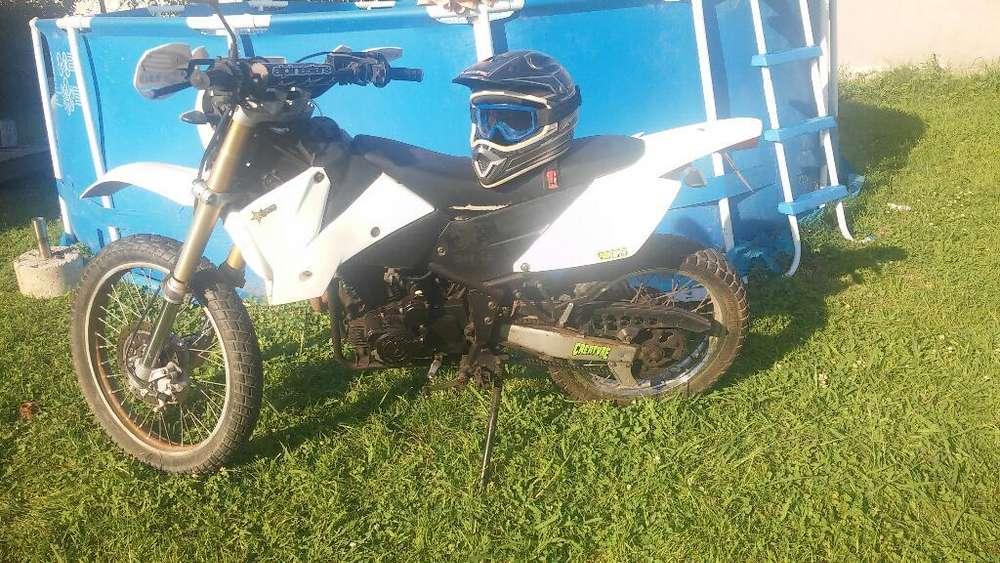 Motomel Xmm 250cc con Casco