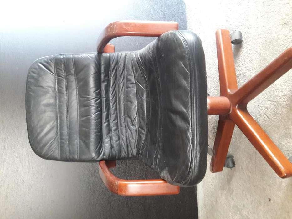sillas pára <strong>escritorio</strong> movibles en cuero tenemos 3