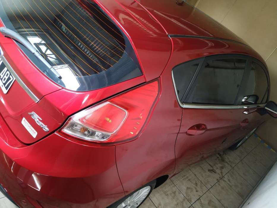 Ford Fiesta  2014 - 0 km