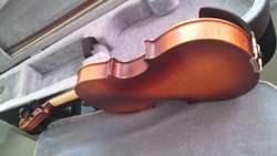 Se vende violín de 1/2 greko, en excelentes estado.