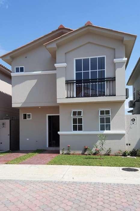 Vendo espectacular casa a 10 minutos del centro Comercial el dorado/ urb. Casa Laguna