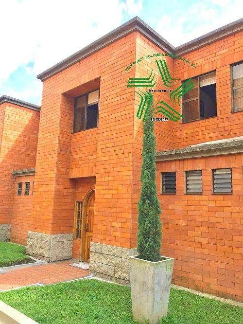 Vendo casa 3 Niv en Pinares Pereira - wasi_955803