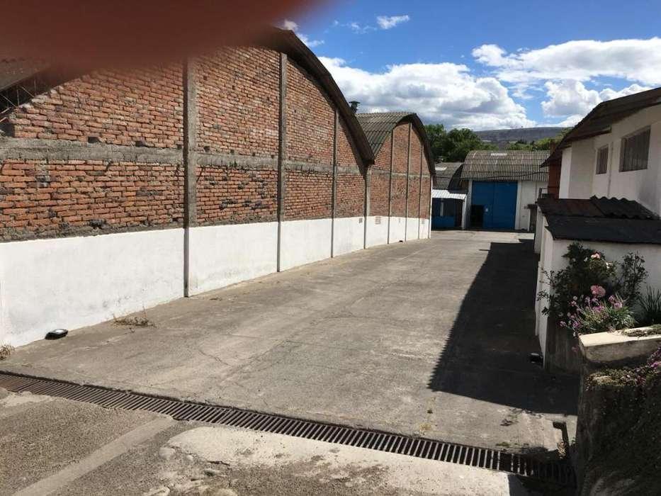 Bodegas 7.500 m2, terreno 30.000 m2, Concesión pozo de aguas, servicios básicos.