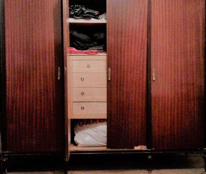 Ropero estilo ingles 4 puertas con herrajes de bronce y tiradores, con lustre original