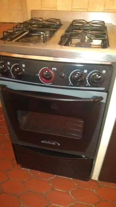 Se vende estufa con horno en perfectas condiciones casi nueva. Información al whatsApp 3162440512