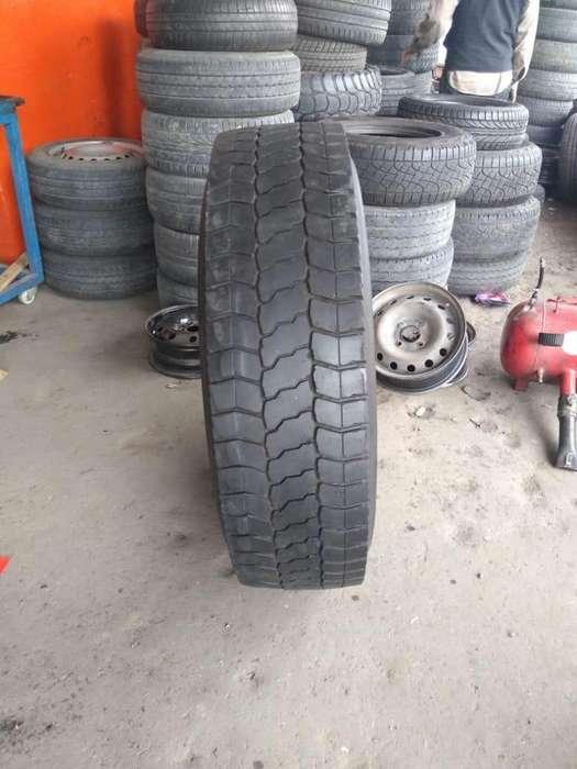 <strong>neumatico</strong> de camion 295/80 r22.5 Pirelli usado