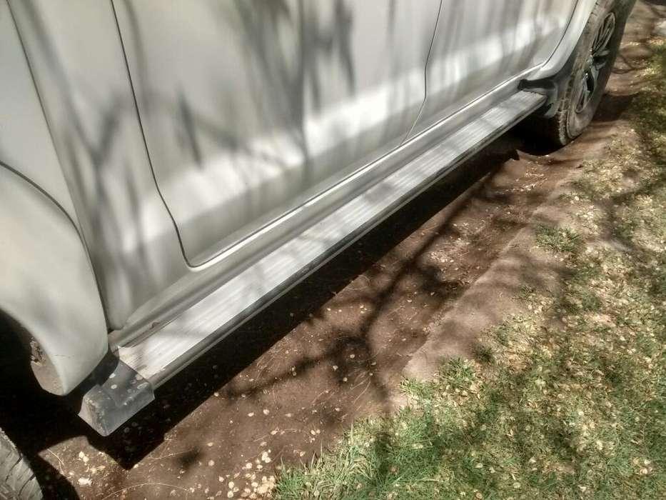 Estribos de Aluminio Toyota Hilux