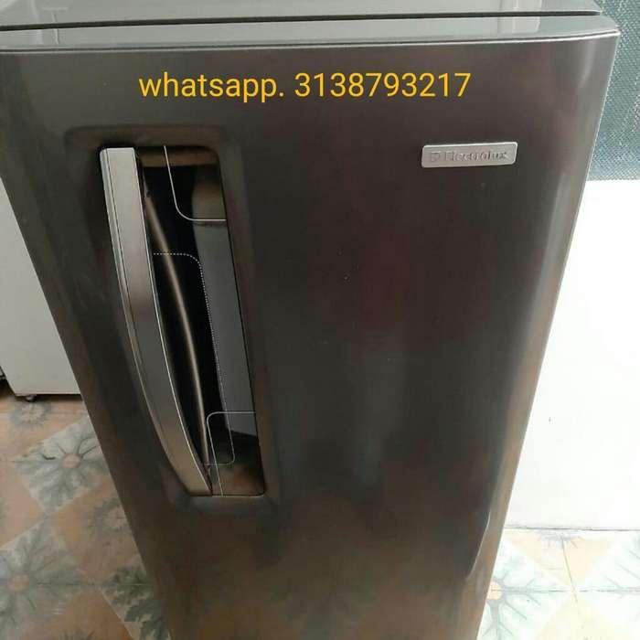 Congelador Moderno 168lts Electrolux