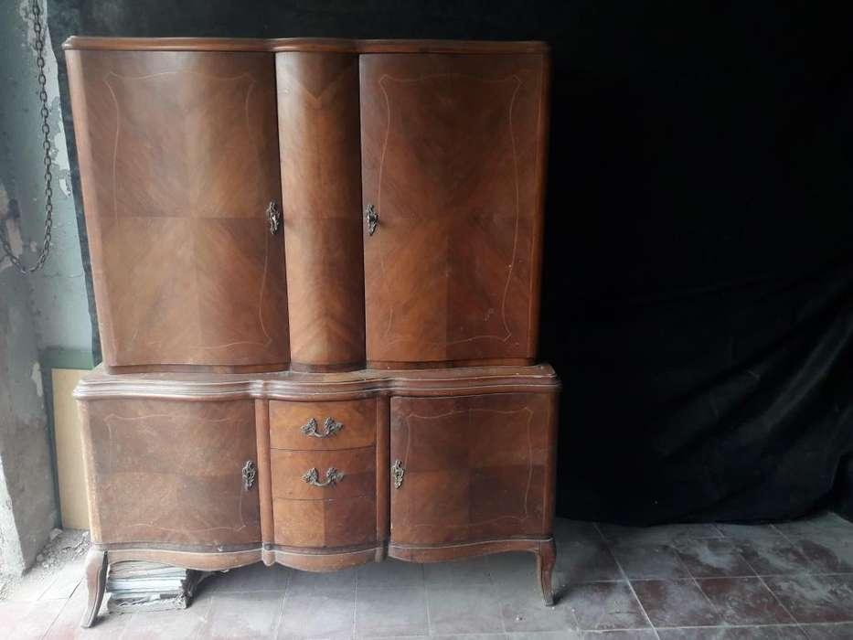 Exquisito juego de <strong>muebles</strong> a restaurar. Mesa y bargueño/aparador/vajillero. Estilo Francés, Luis XVI.