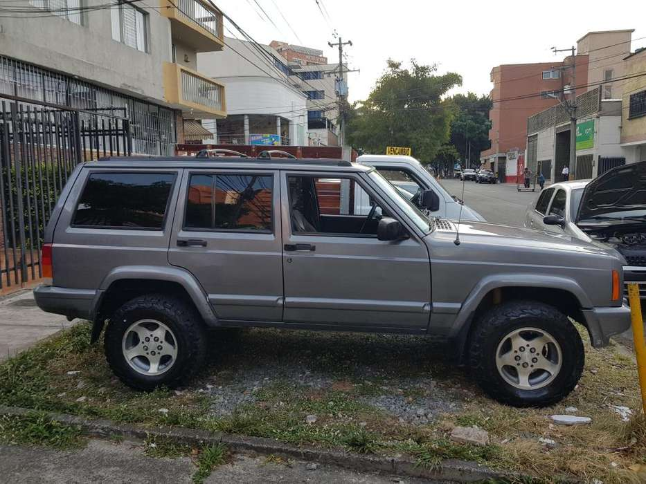 <strong>jeep</strong> Cherokee 1998 - 272000 km
