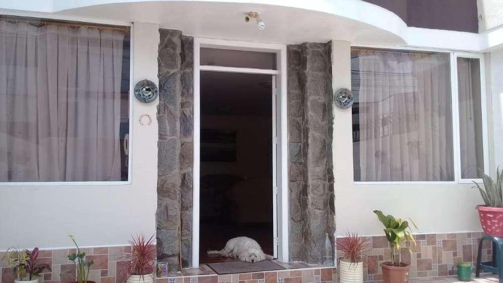 Se Renta Exclusiva Casa de Tres Plantas Sector Ponceano Bajo, Arriendo / Alquiler. COD. RGKR001