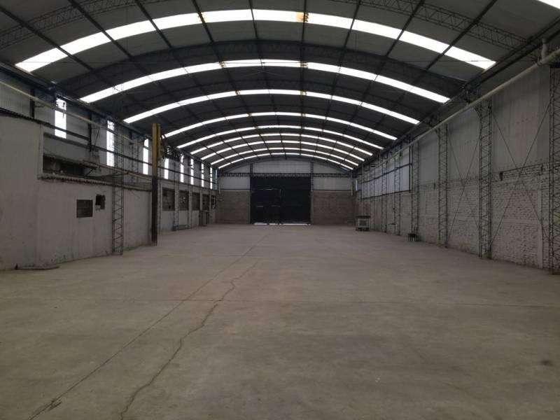 Alquiler Depósito de 2500 m2. Sarandi, Lanus