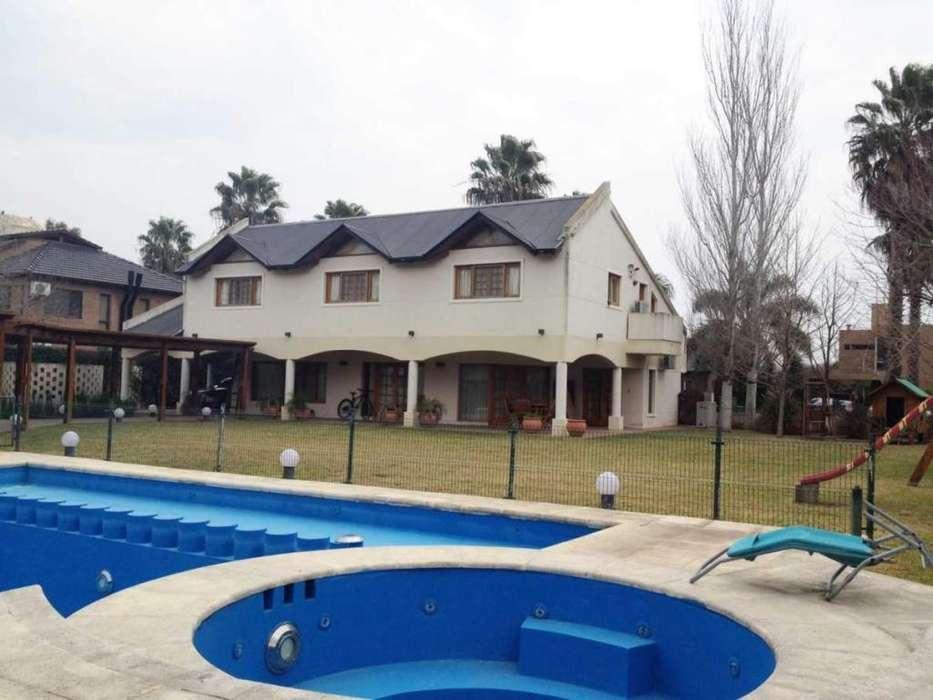 Casa 4 dormitorios Funes Hill