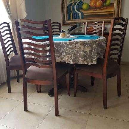 Oportunidad! <strong>comedor</strong> en madera de 5 puestos con mesa redonda