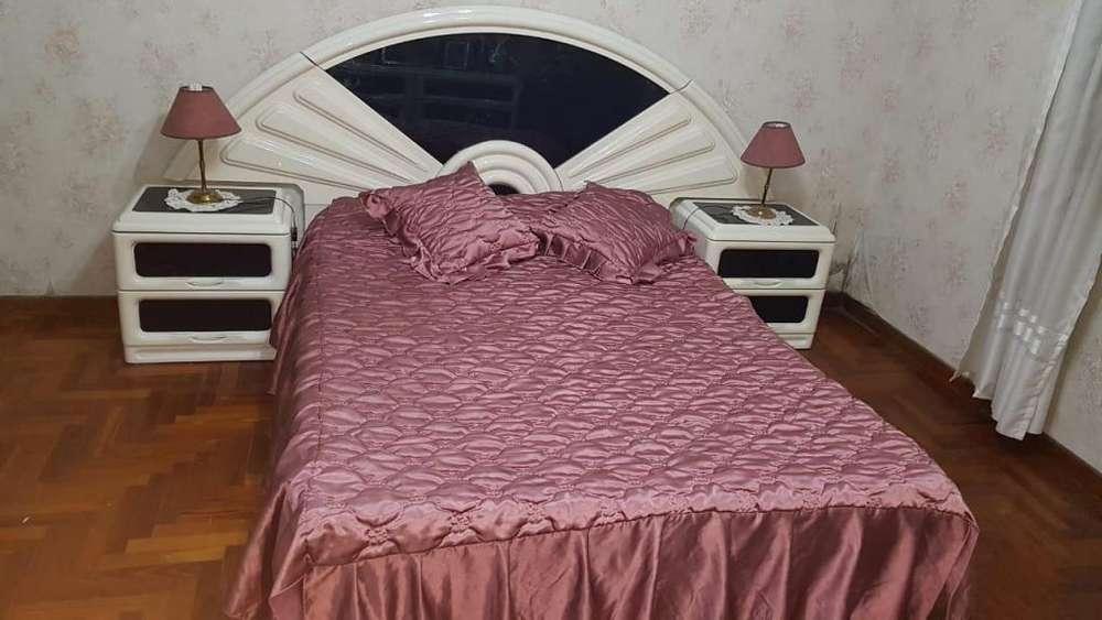 Juego <strong>dormitorio</strong> laqueado 2 plazas cómoda y espejo