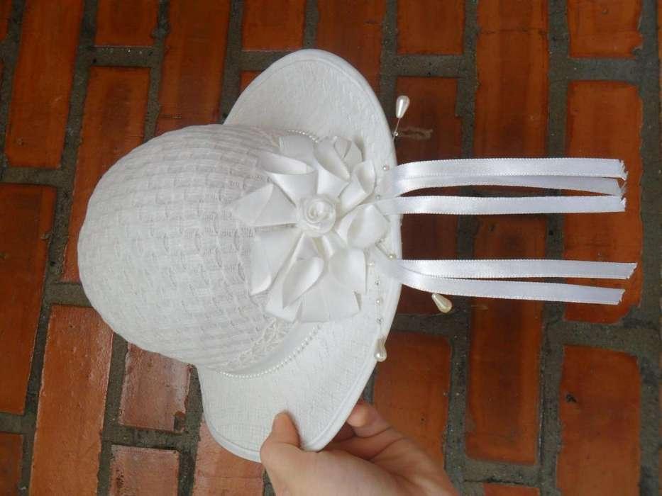 Lindo Sombrero blanco con cinta blanca para Niña