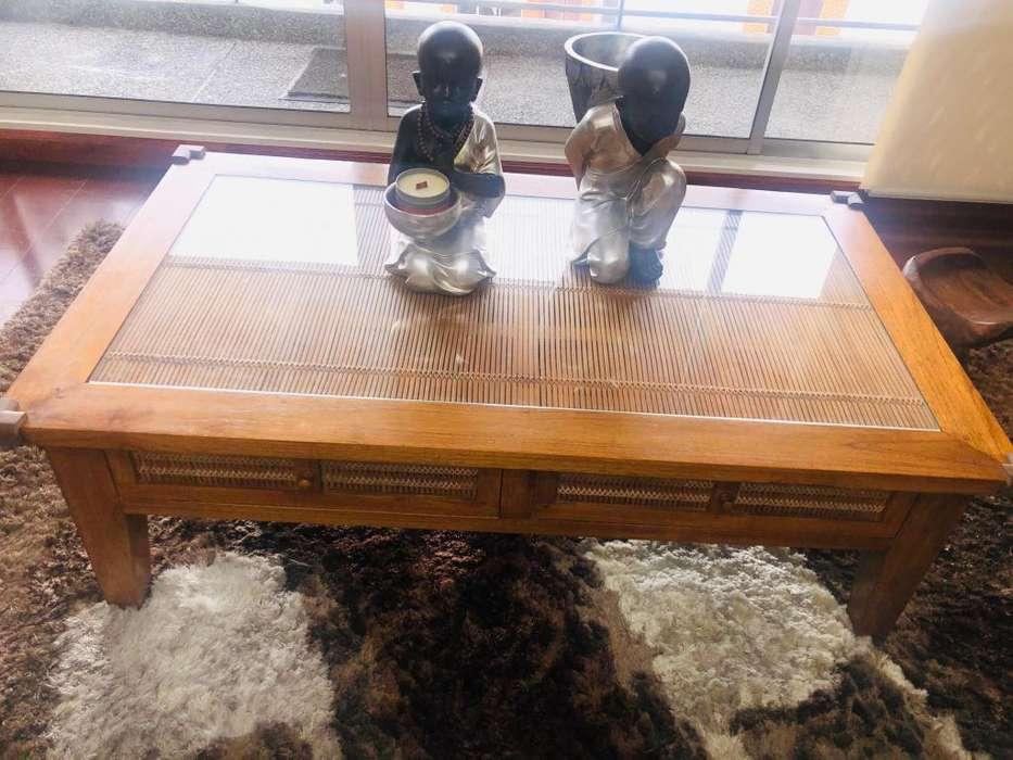 Mesa de centro importada sin decoracion