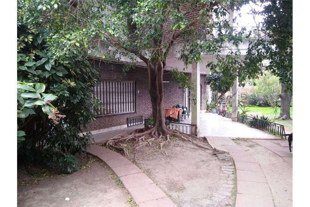 VENTA - Casa con patio y quincho en Ludueña.