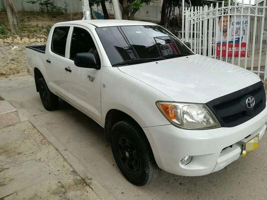 Toyota Hilux 2008 - 176737 km