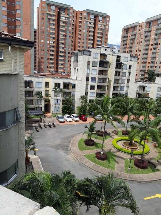 Apartamento Poblado Patio Bonito