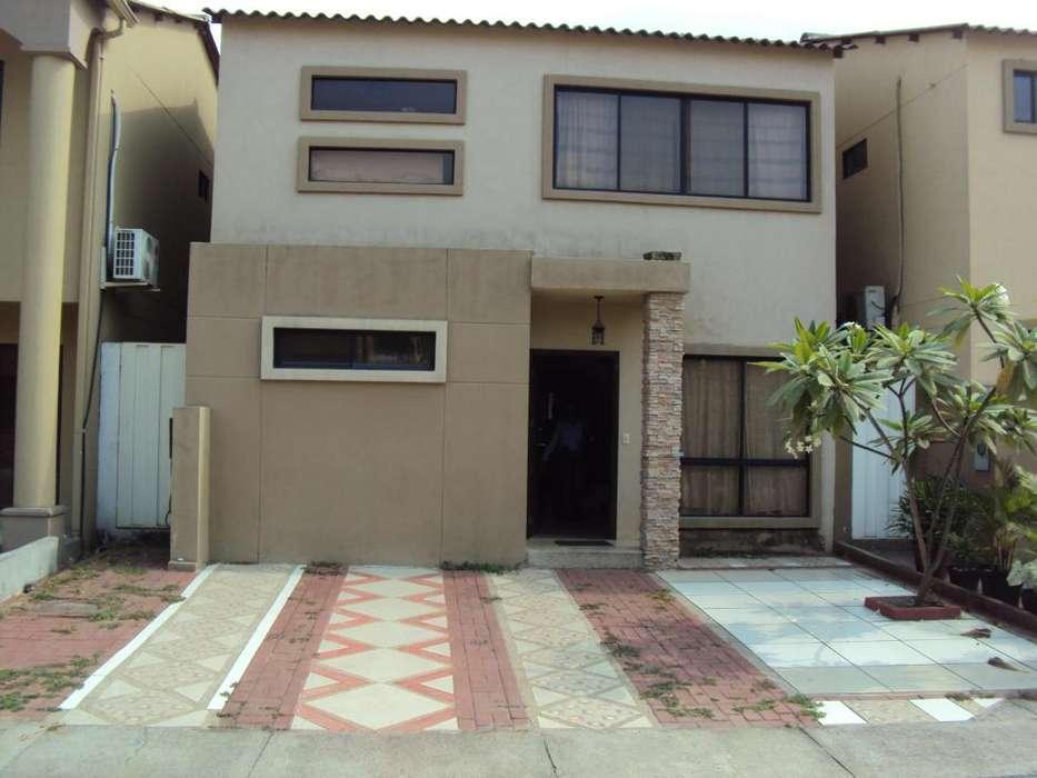Casa de venta en Urbanización Villa Club, 4 dormitorios.