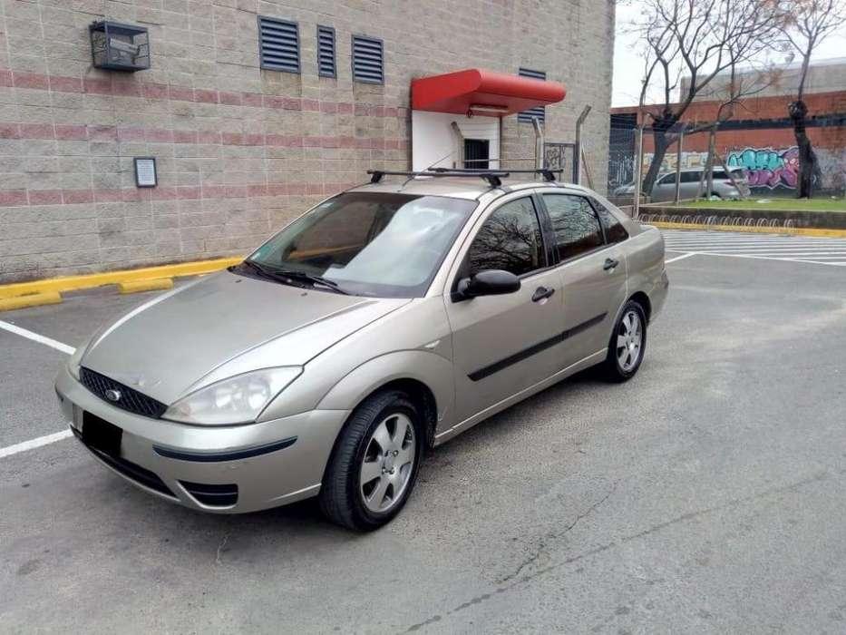 Ford Focus Sedán 2004 - 323000 km