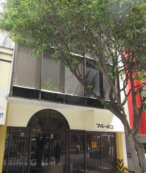 Oficina en la Avenida Carrera 15 con calle 74, tiene cocineta, baño y garaje. Ubicada en el segu 58036