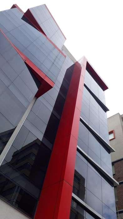 VENTA de Oficina de 115 metros en edificio nuevo, SECTOR LA COLON
