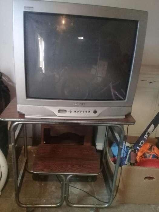 Televisor 20 Color Opcional con Mesa