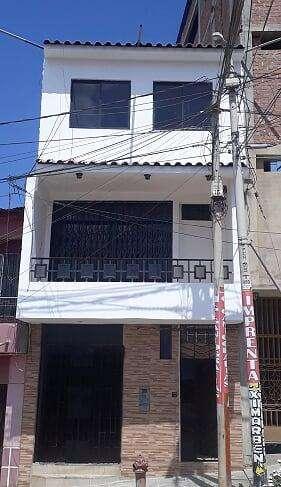 Alquiler de Local comercial de tres pisos en Tumbes a tres cuadras de plaza mayor.