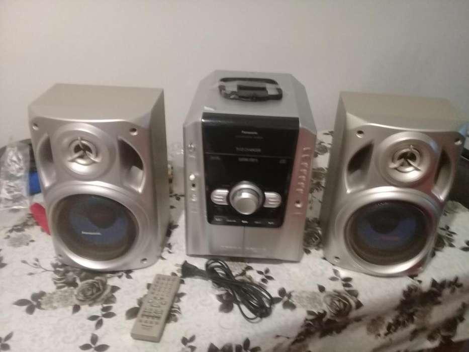 Vendo equipo de audio Panasonic SC-AK 240 - Excelente estado..