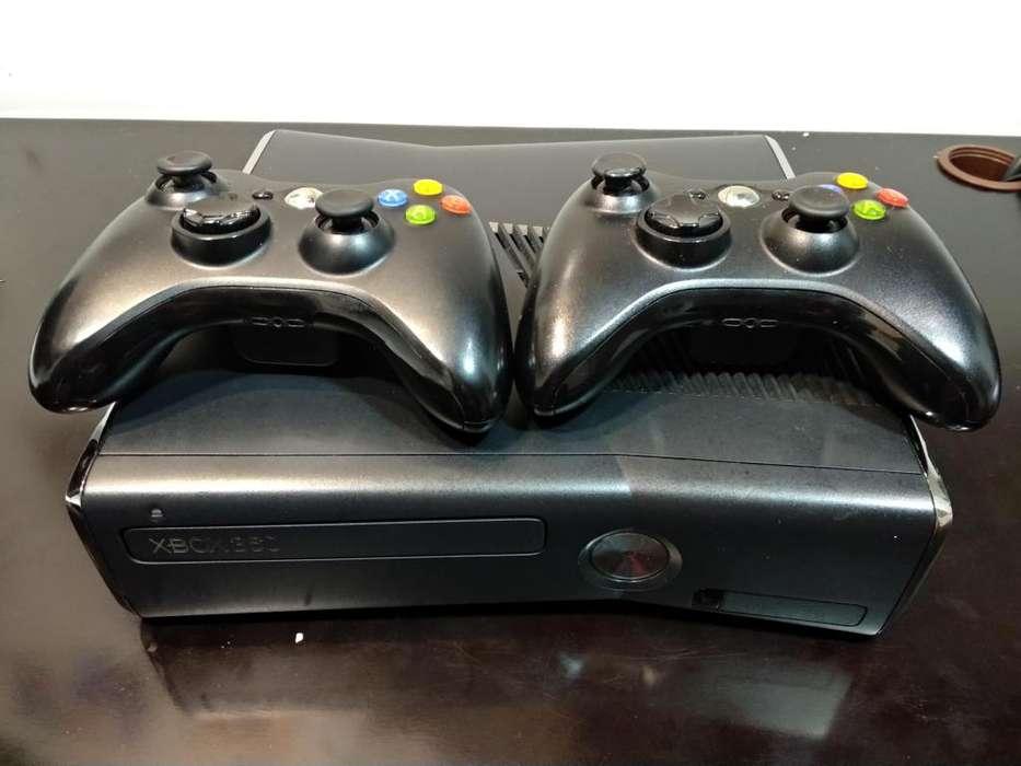 XBox 360 con Kinect y dos controles